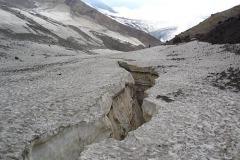 трещина в леднике вулкана Мутновский