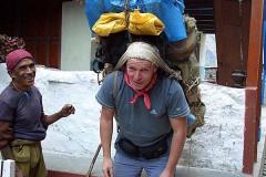 примерка рюкзака носильщика (60 -70 кг)