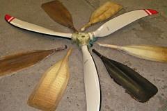 Используются те же технологии, что и при производстве лопастей для самолетов. Отличная аэродинамика :)