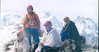 Фотоальбом о горном походе по Кавказу (перевал ВЦСПС – вершина Курмычи – перевал Курмычи – перевал Кашкаташ - перевал Джантуган – вершина Каракая Лекзырская) 1999 год
