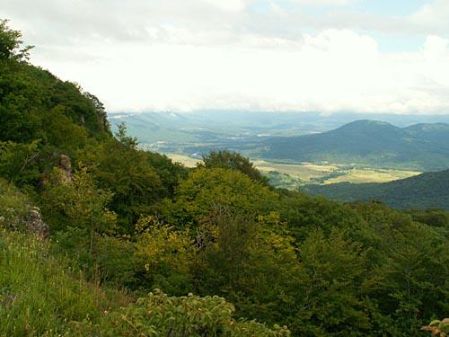 Вид на долину р.Белая с плато Лагонаки