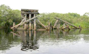 Останки старого деревянного ж/д моста в Спас-Клепиках
