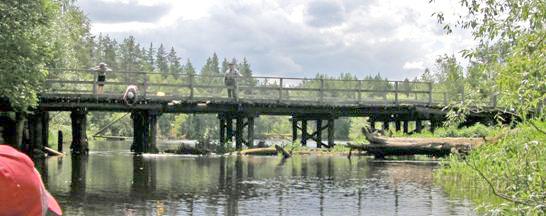 Деревянный мост у деревни Горки.