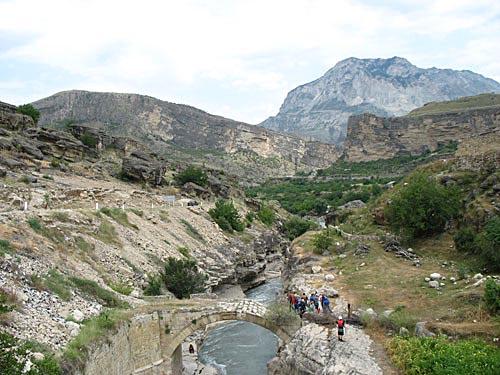 Карадахский прорыв, старинный арочный мост