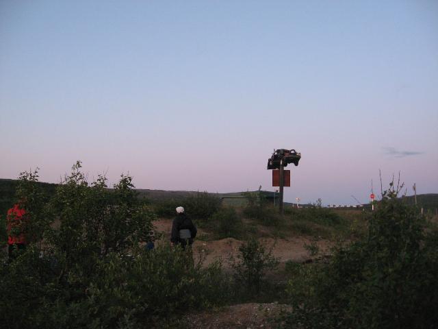 Фото 17 – Памятник водителям-лихачам у КПП пограничников (р. Титовка)