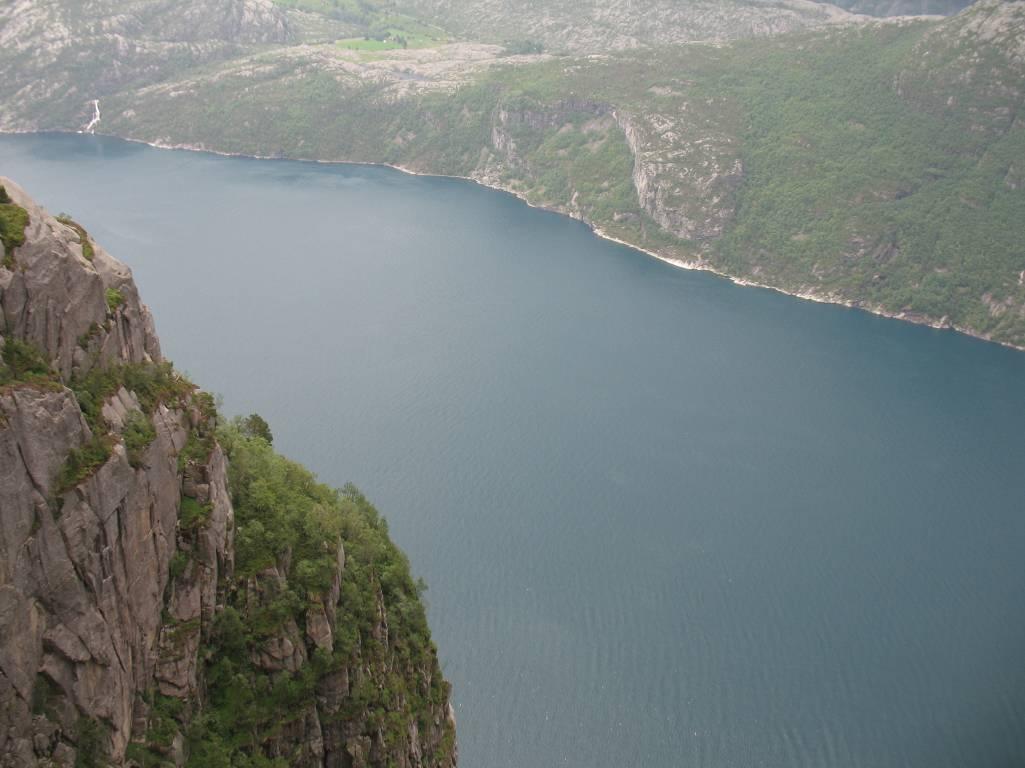 Вид на Люсе-фьорд со скалы Проповедника.