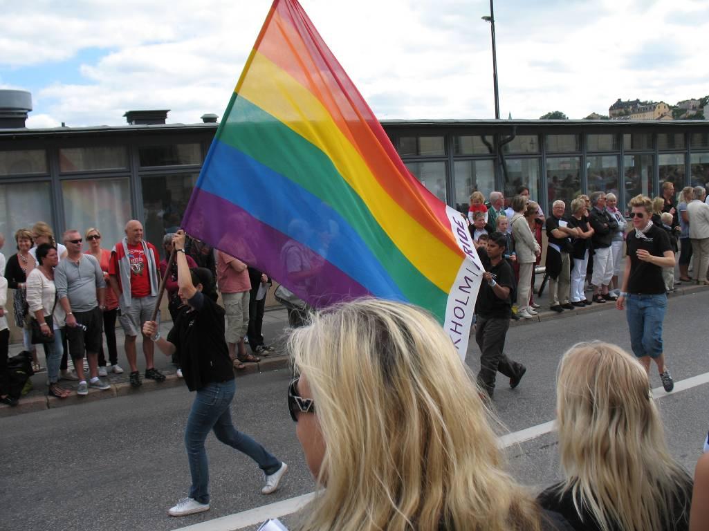 там же – гей-парад на набережной,