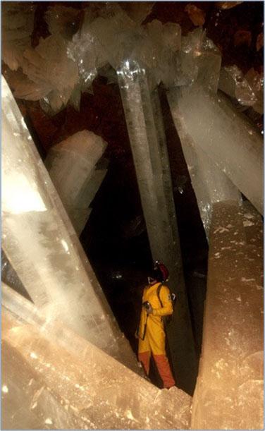 пещера с гиганскими кристаллами гипса