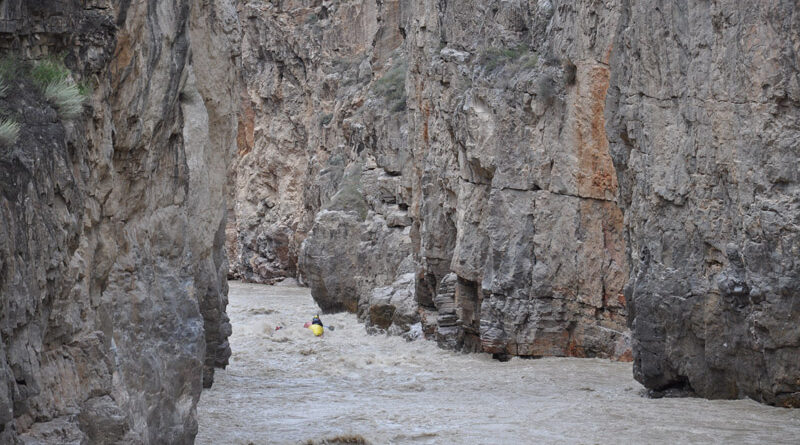 Фотоальбом о походе по рекам Чонг- Кемин, Кекемерен и Нарын по паводковой воде, 2011