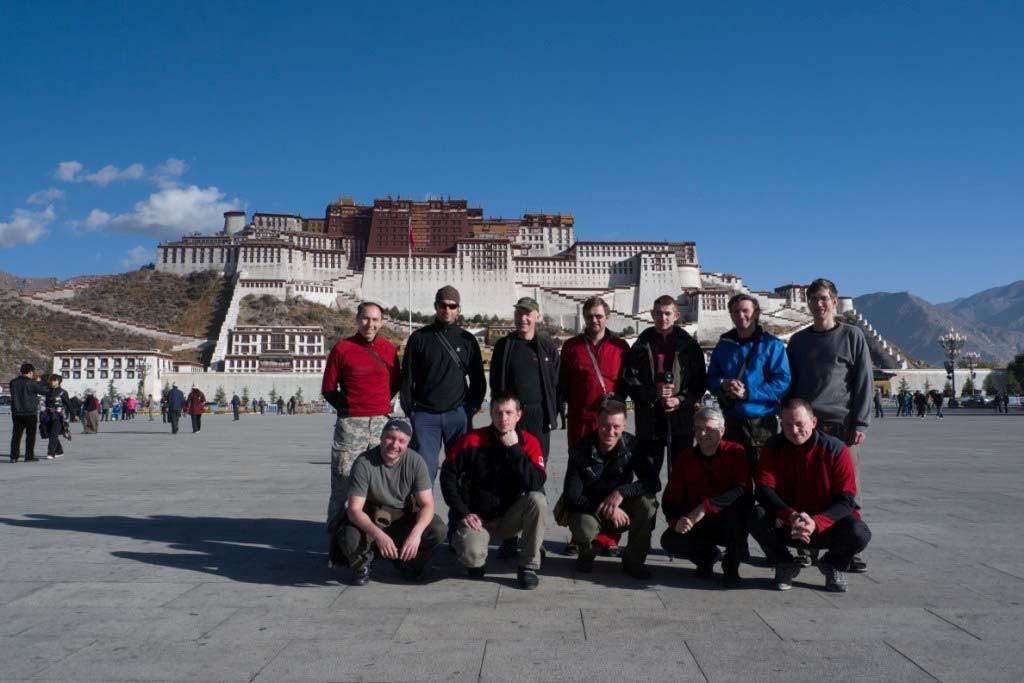 Ф.11 Команда на фоне дворца Потала.