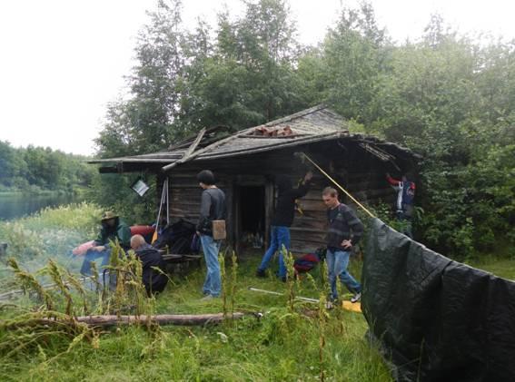 Фото №1 стоянка на избе, р. Кепа. Холст, масло, дети, бардак, изба. Неизвестный автор начала XXI в.