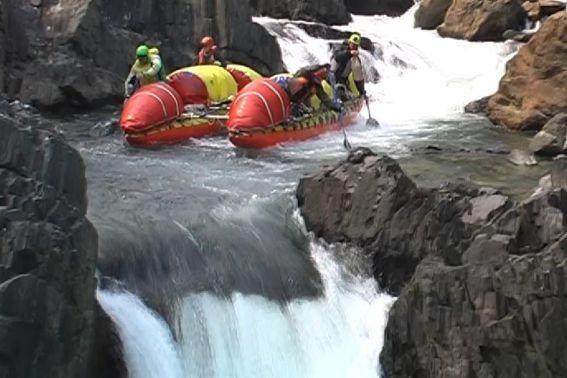 Фото 29. К-1 в препятствии 16 (водопад «Нефрит»).