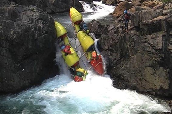 Фото 30. К-1 в препятствии 16 (водопад «Нефрит»).