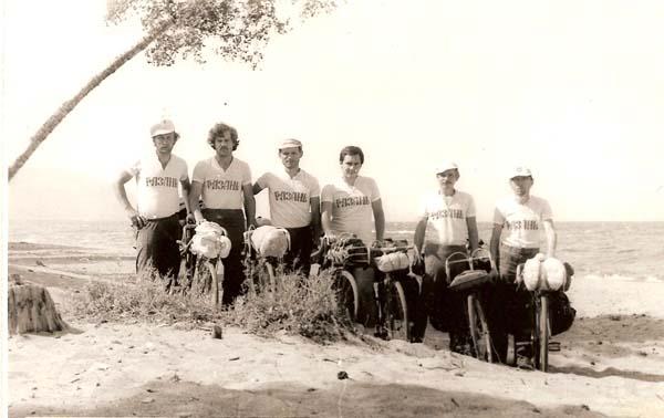 Группа на берегу озера Байкал, слева направо: Николай Хильченко, Николай Мусатов, Иван Дикун, Юрий Ермольчук, Виктор Мазуркин, Валерий Семдянов.