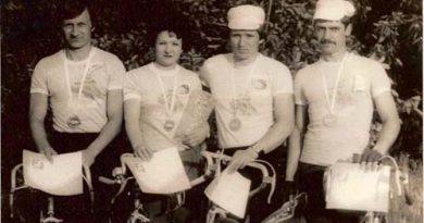 Команда т/к «Бригантина-ЗИЛ», слева направо: Виктор Горюнов, Наталья Назарова, Николай Галаганов (капитан), Сергей Бабич.