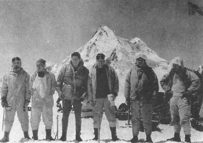 Участники прыжка 1967 г :Э. Севастьянов, В. Прокопов, А. Петриченко, В. Чижик, В. Томарович, В. Бессонов
