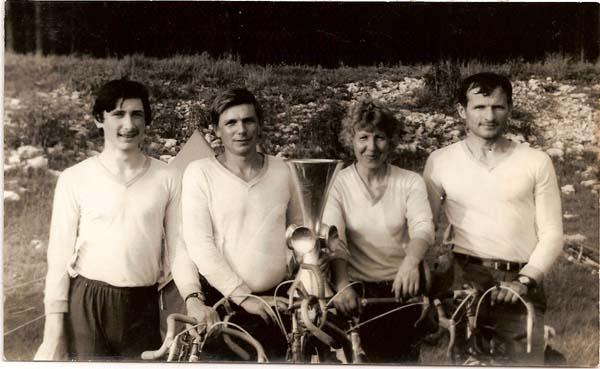 Чемпион области 1983 года по технике велотуризма - команда т/к «Алькор», слева направо: Эдуард Хильченко, Виктор Мазуркин (капитан), Вера Букина, Иван Дикун.
