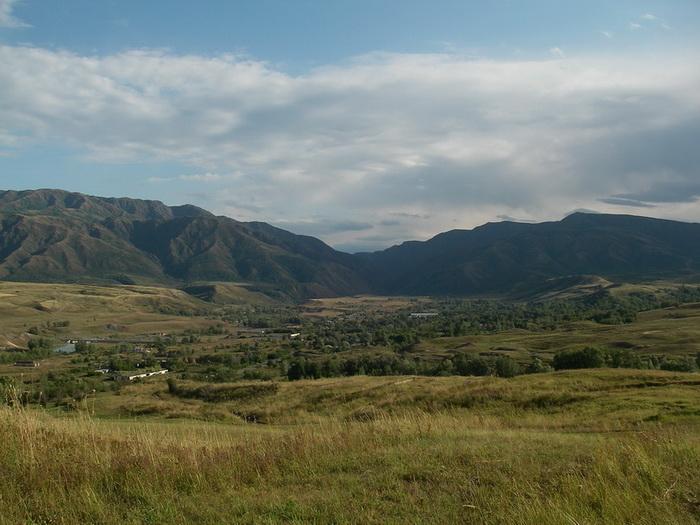 Фото 18. р.Тентек, вид на поселок Герасимовка и выход из 3го каньона.