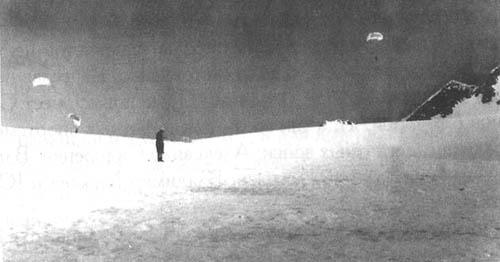 Приземление группы десанта ВДВ на плато п. Ленина. Высота 6000м. 1968г.