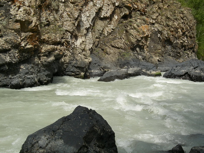 Фото 20. р.Тентек, 4й каньон, порог перед впадением р.Орта-Тентек (пр.2 4го каньона)