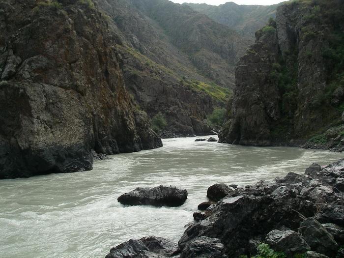 Фото 24. р.Тентек, 4й каньон, большое улово у ЛБ на «глобальном» правом повороте.