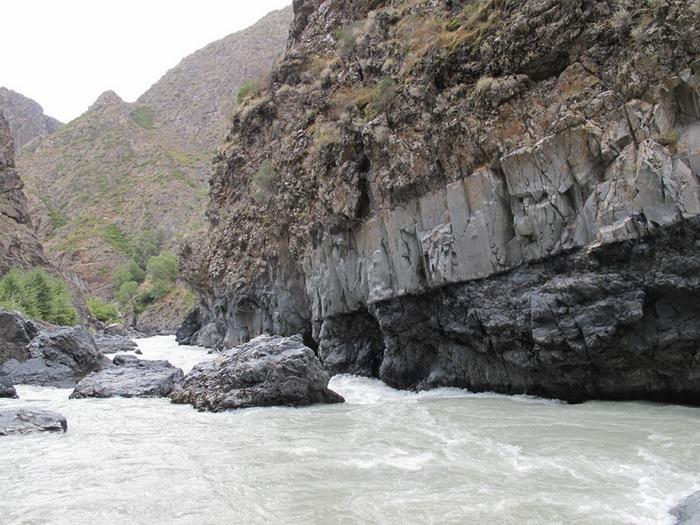 Фото 25. р.Тентек, 4й каньон, порог в сужении (пр.10).