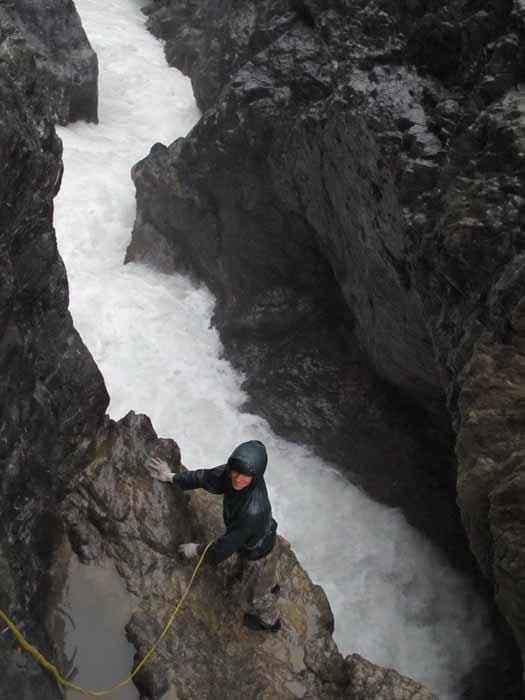Фото 29. р.Тентек, 4й каньон, «нижняя» полка у водопада, участок реки сразу за водопадом.