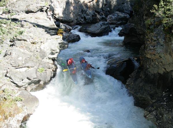 Кат-1 заходит в водопад и…