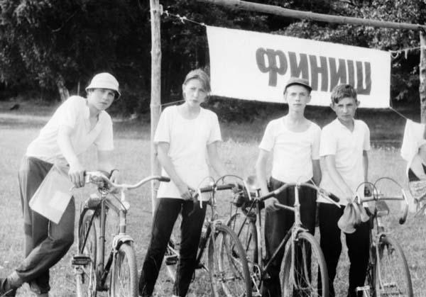 На старте велоралли слета, слева направо: Артём Попов (капитан), Елена Хильченко, Михаил Аксенов, Николай Хильченко (младший).