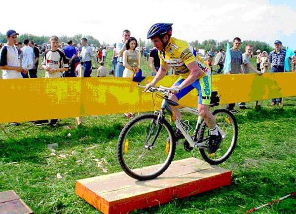 Валерий Ефимов – мастер спорта, чемпион России по велотриалу (1996г.) и обладатель кубка России (2000 г.) по фигурному вождению, в командном зачете.