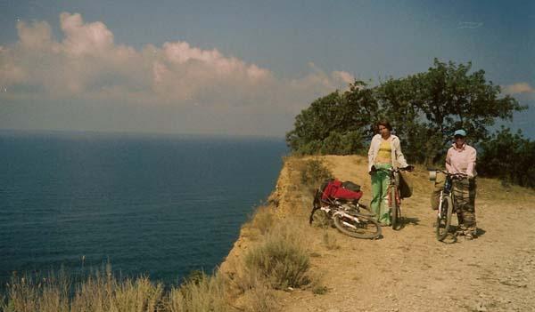 Август 2006 года, по берегу Черного моря - Елена Хильченко и Наталья Яичкина.