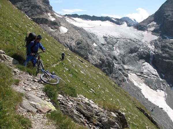 Западный Кавказ. Поход 5 категории сложности. Спуск с перевала Алибек.