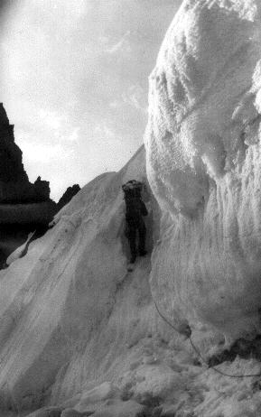 Выход на седловину перевала Дарапиоз Зап.
