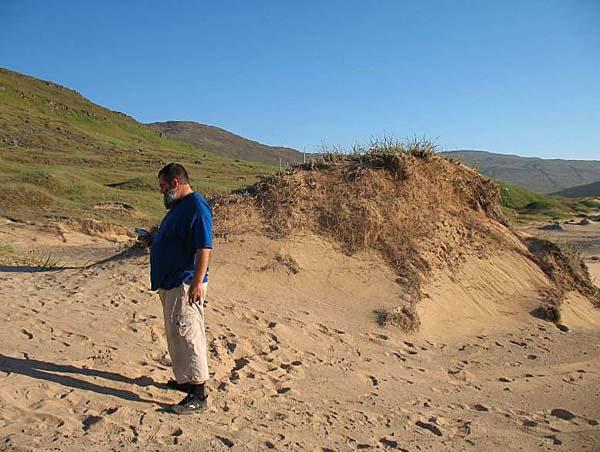 Почти настоящий песок на берегу Patreksfjorður