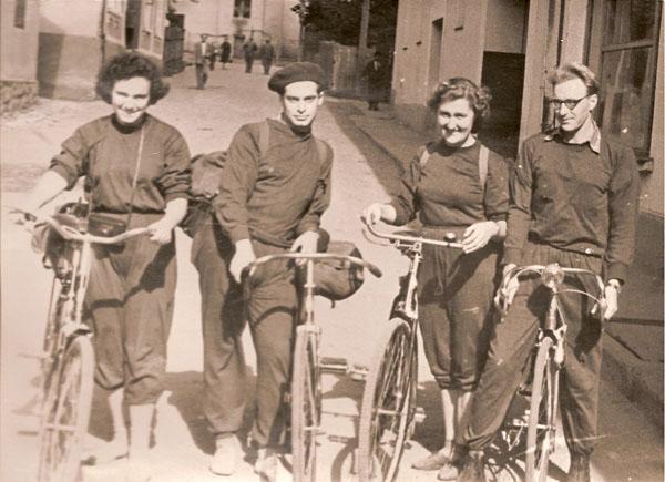 Сентябрь 1956 года, Закарпатье. Слева направо: Эсфирь Юдович, Павел Швальб, Людмила Иванова-Пальмова, Олег Иванов-Пальмов.