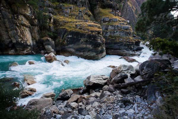 (фото 25) обнесенный порог в каньоне расположенном ниже поселка Sarkegad