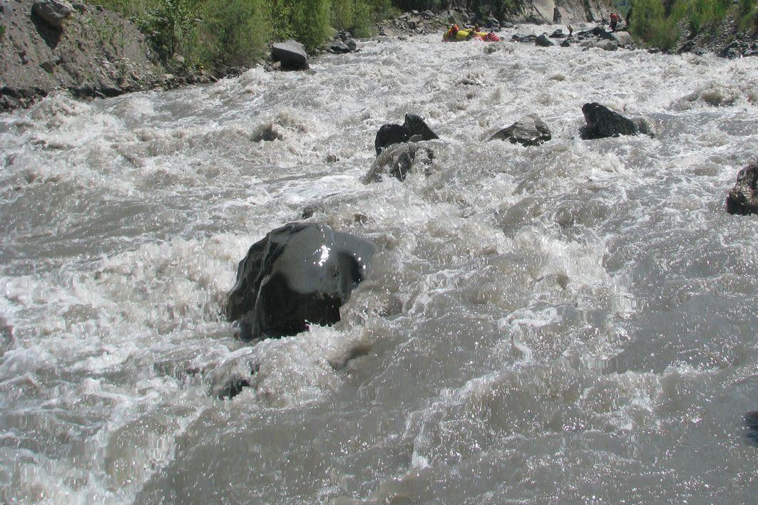 Фото 100. Р. Каракульджа. К-1 в пороге 1 «Джангак».