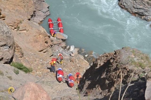 Фото 37.38 спуск К4-2 по кулуару за 3ей ступенью каньона «Недоступный».