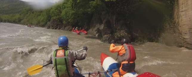 Фото 48 Чалка К2 справа за мостом и сбор группы. Страховка с воды К1, К3 ниже К1 заходит на чалку.