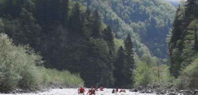 Фото 62 Вход в ущелье ниже притока Деваши. Колонна К1,К3,К2
