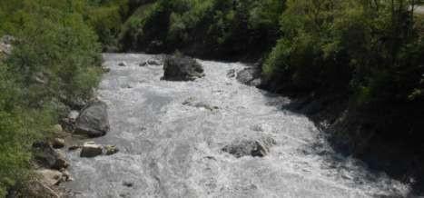 Фото 97 Вид с моста на огромный камень на повороте