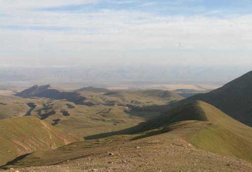 Долина Кунгырсуу с отрога-подъема на пер. Цюрупы