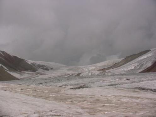Вид на пер. Западный из верхнего цирка лед.Кузгун