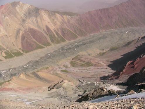 Вид на ледник Минжар со скального гребня пер. Минжар