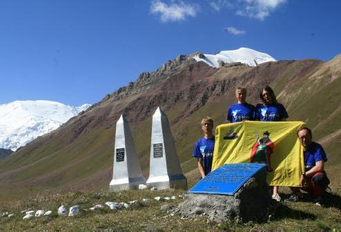 В Ачик-Таше установка мемориальной доски рязанским парашютистам