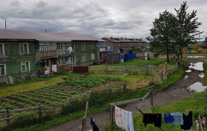 ФОТО. Из окна гостиницы. Поселок Ачайваям. Нас приютила администрация поселка в лице Эмининой Натальи Александровны, в поселковой гостинице.