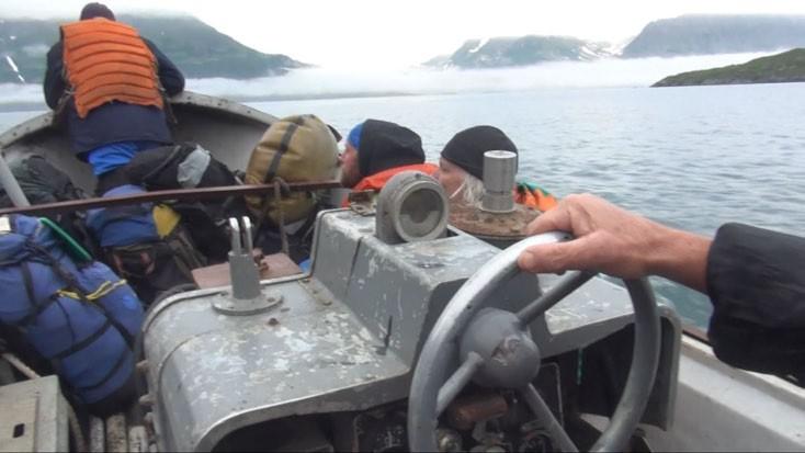 ФОТО - нас везут по бухте Иматра, впереди - бухта Северная Глубокая.