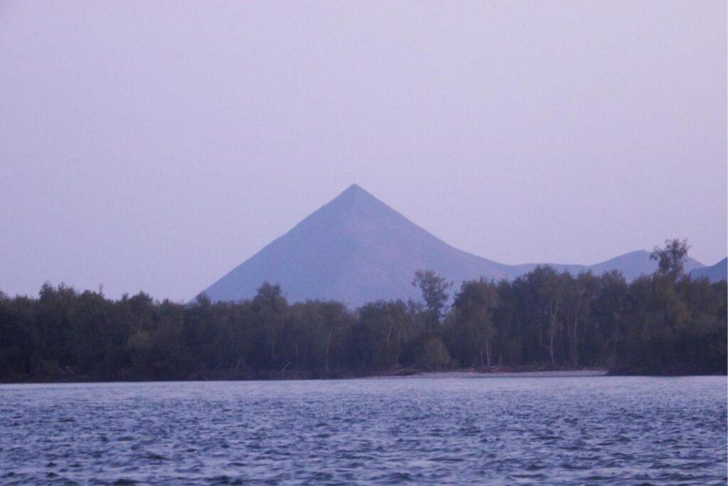 Гора Учгеней.